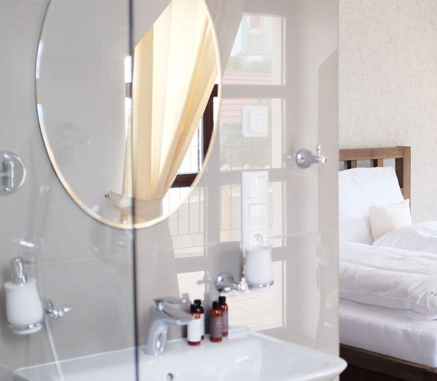 novomanzelske-apartma-koupelna